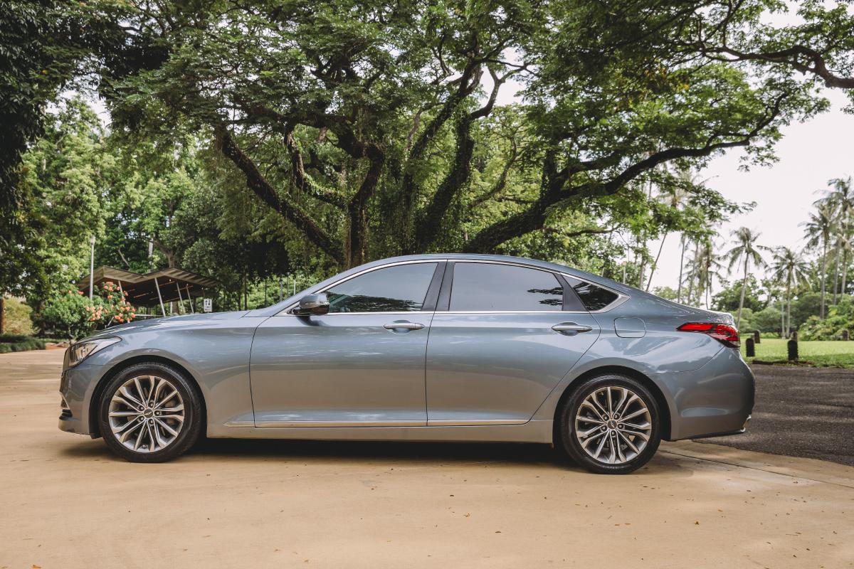 Out'n'back Limos Hyundai Genesis
